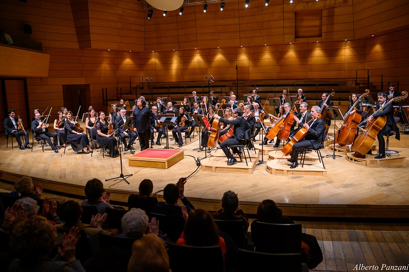 """75ª Stagione Sinfonica dell'Orchestra I Pomeriggi Musicali """"Anniversari""""  Direttore e violino: Sergej Krylov – Orchestra I Pomeriggi Musicali"""